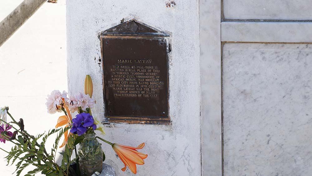 Grab der Voodoopriesterin Marie Laveau auf dem St. Louis Cemetry Nr 1 in New Orleans